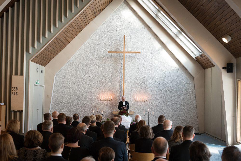 Hautajaiset kappelissa